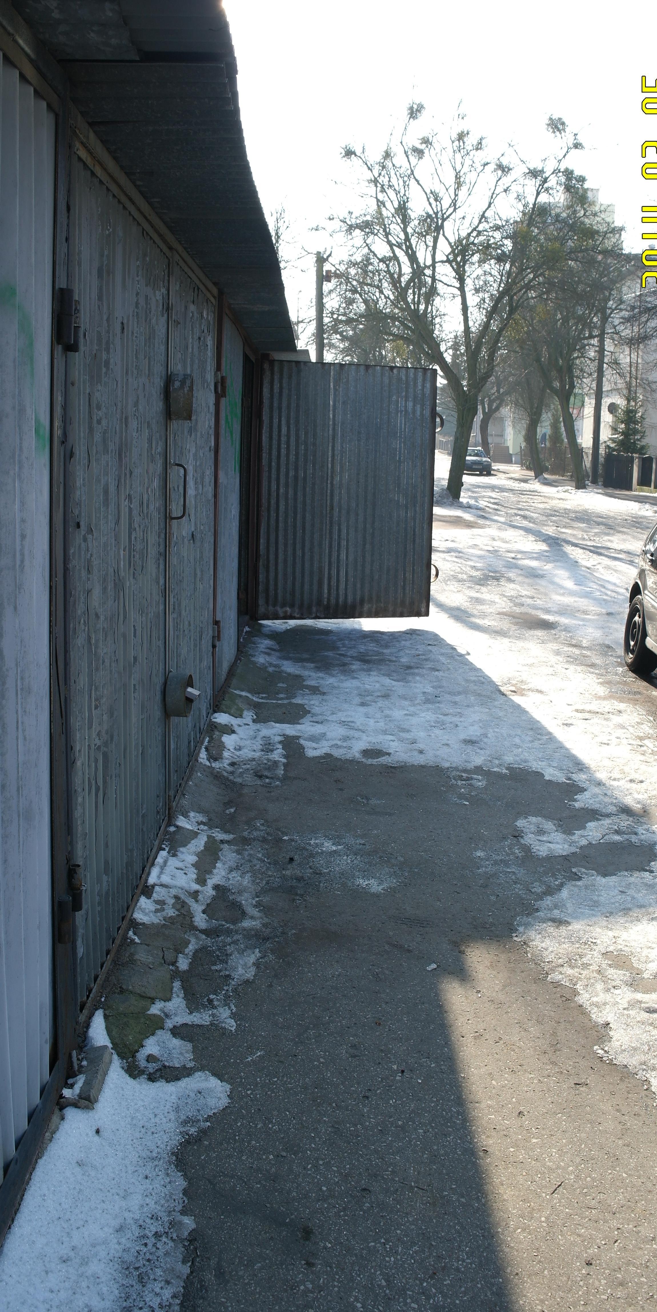 Garaż Blaszany Na Bielawach Przy Ulicy Jana Kilińskiego 20 Struś
